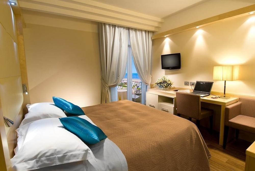 호텔 사르티(Hotel Sarti) Hotel Image 4 - Guestroom