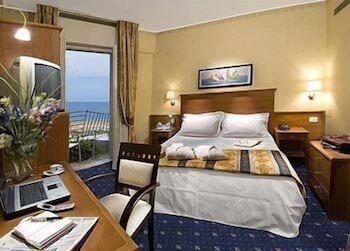 호텔 사르티(Hotel Sarti) Hotel Image 3 - Guestroom