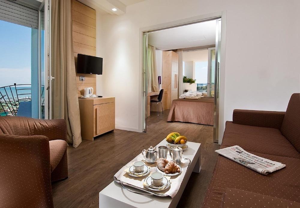 호텔 사르티(Hotel Sarti) Hotel Image 10 - Living Room