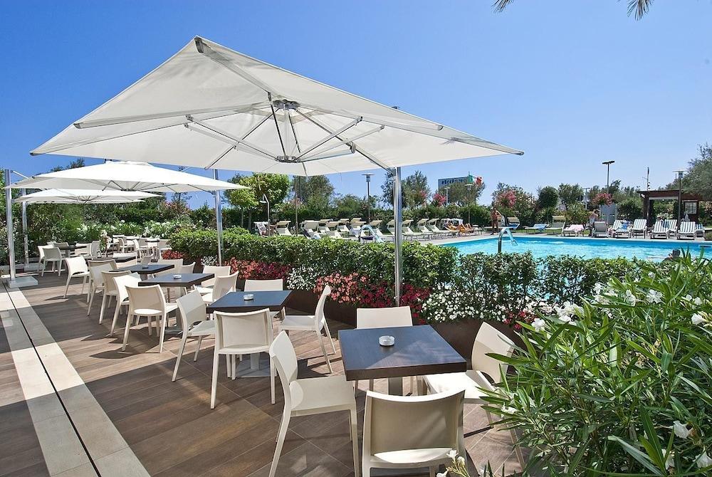 호텔 사르티(Hotel Sarti) Hotel Image 15 - Outdoor Pool