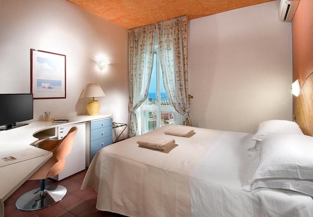 호텔 사르티(Hotel Sarti) Hotel Image 6 - Guestroom