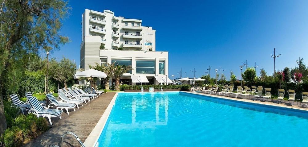 호텔 사르티(Hotel Sarti) Hotel Image 14 - Outdoor Pool