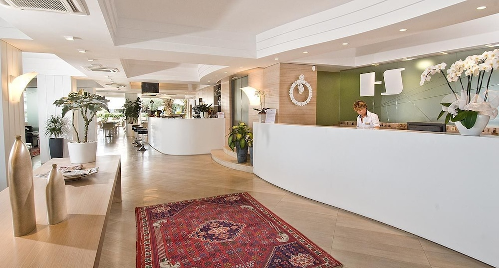 호텔 사르티(Hotel Sarti) Hotel Image 17 - Reception