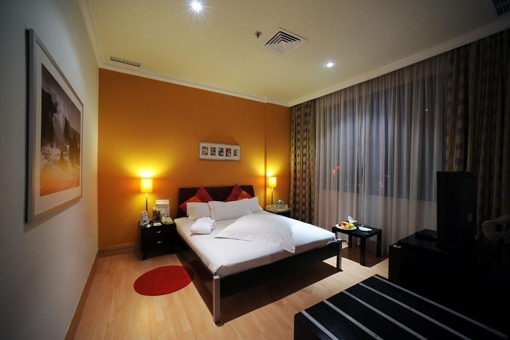 코니쉬 호텔 & 스위트(Corniche Hotel & Suites) Hotel Image 4 - Guestroom