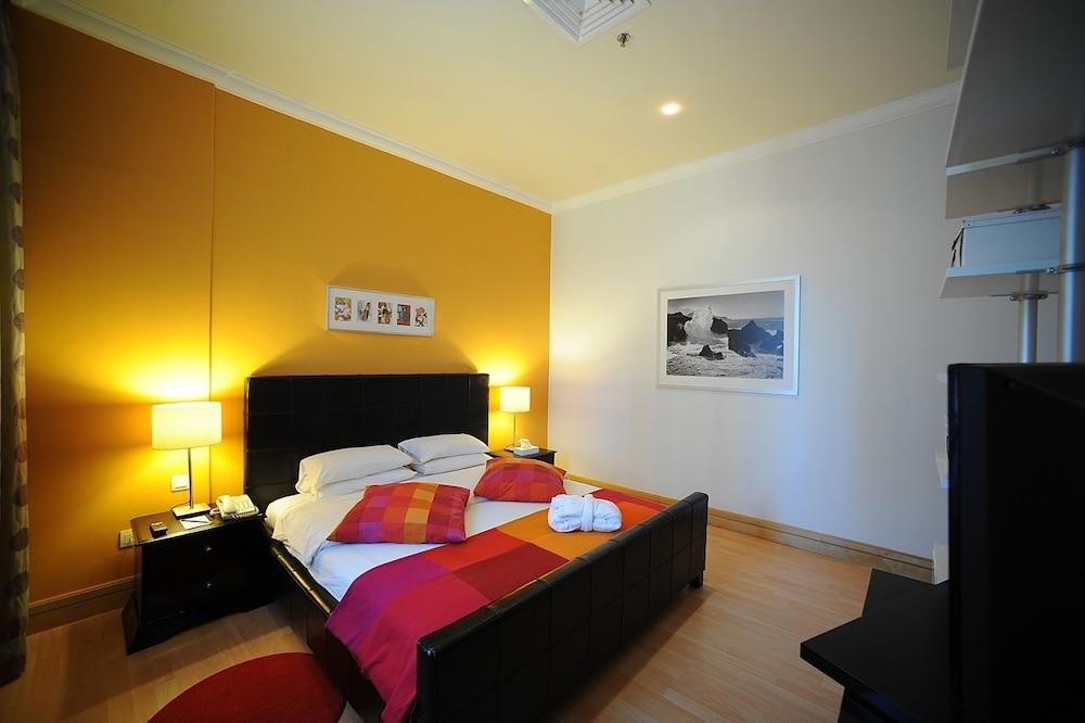 코니쉬 호텔 & 스위트(Corniche Hotel & Suites) Hotel Image 0 - Featured Image