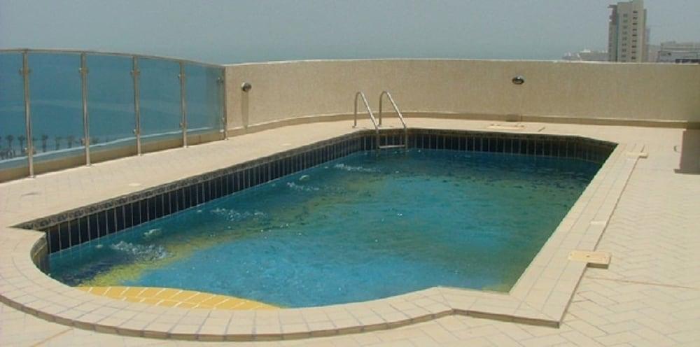 코니쉬 호텔 & 스위트(Corniche Hotel & Suites) Hotel Image 8 - Rooftop Pool