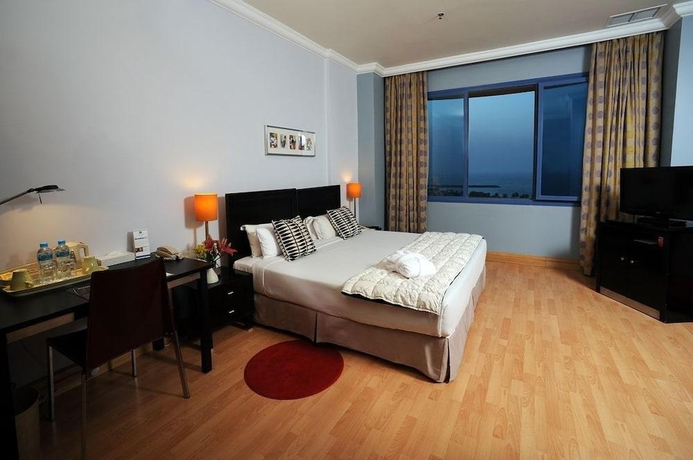 코니쉬 호텔 & 스위트(Corniche Hotel & Suites) Hotel Image 3 - Guestroom