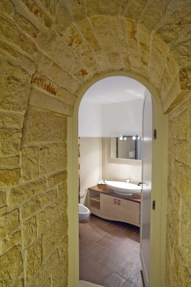 르 알코브 럭셔리 리조트 네이 트룰리(Le Alcove Luxury Resort nei Trulli) Hotel Image 20 - Bathroom