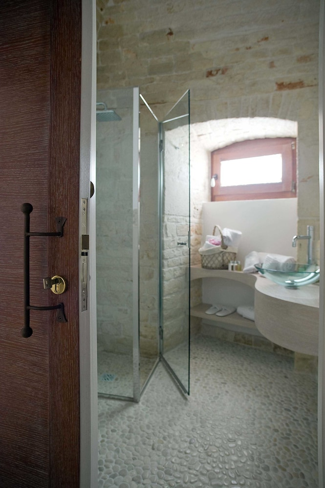 르 알코브 럭셔리 리조트 네이 트룰리(Le Alcove Luxury Resort nei Trulli) Hotel Image 19 - Bathroom