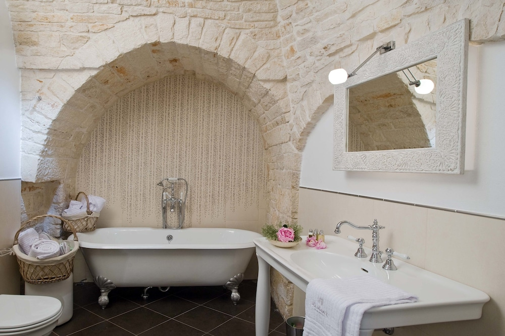 르 알코브 럭셔리 리조트 네이 트룰리(Le Alcove Luxury Resort nei Trulli) Hotel Image 22 - Bathroom