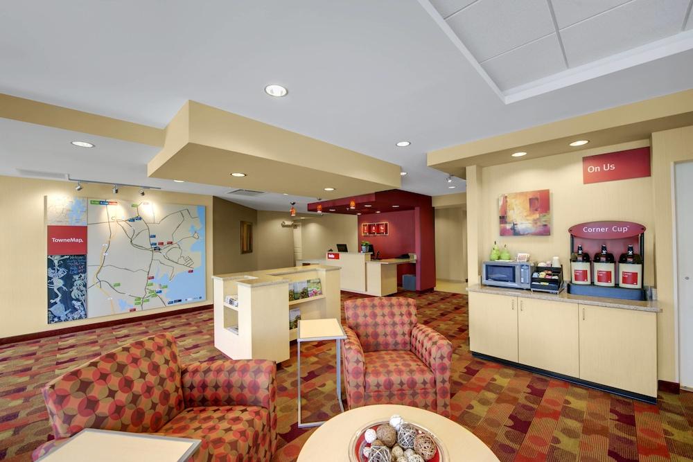 타우네플레이스 스위트 프로비던스 노스 킹스타운(TownePlace Suites Providence North Kingstown) Hotel Image 1 - Lobby