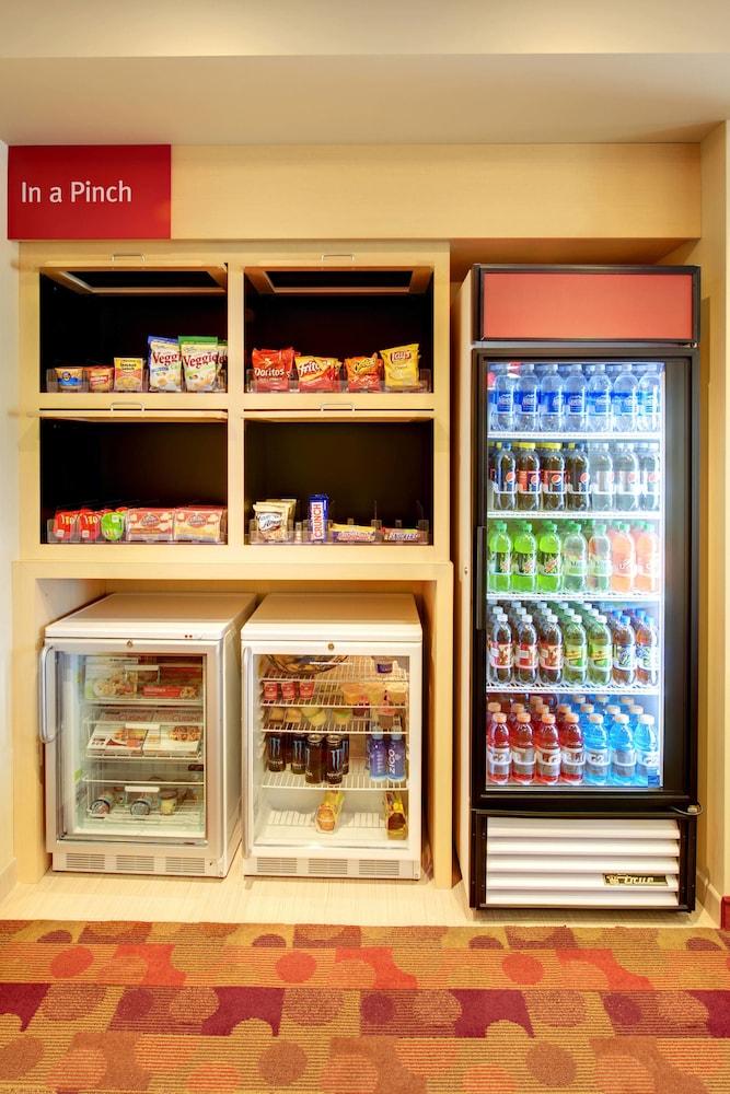 타우네플레이스 스위트 프로비던스 노스 킹스타운(TownePlace Suites Providence North Kingstown) Hotel Image 19 - Snack Bar