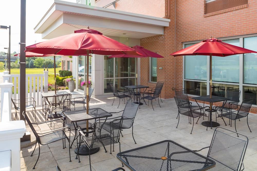 타우네플레이스 스위트 프로비던스 노스 킹스타운(TownePlace Suites Providence North Kingstown) Hotel Image 12 - Exterior