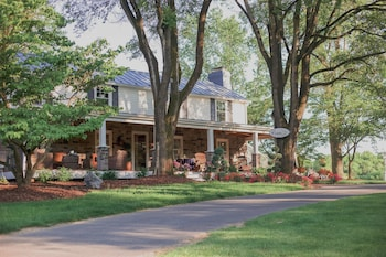 Hotel - The Inn at WestShire Farms