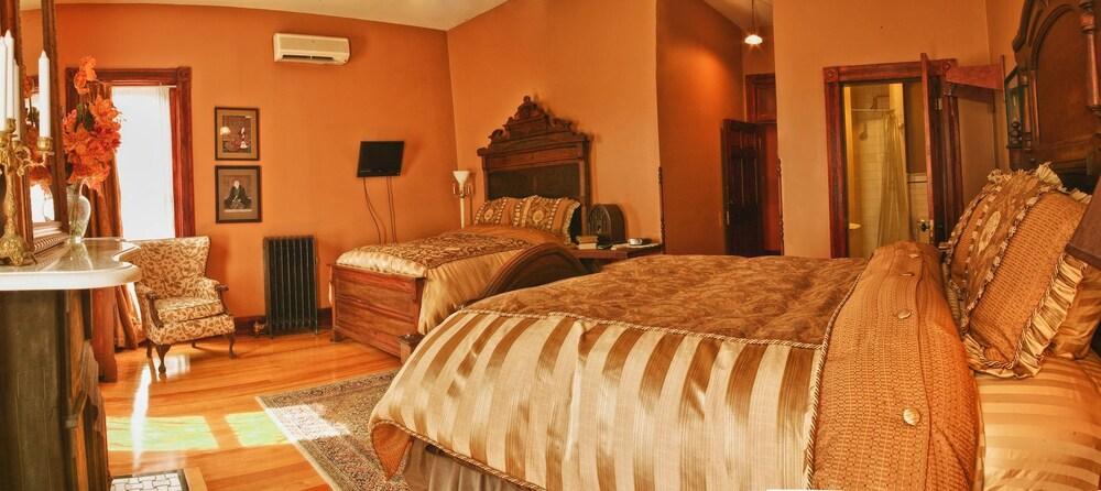 위스키 맨션 인(Whiskey Mansion Inn) Hotel Image 8 - Guestroom