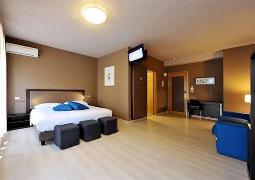 __{offers.Best_flights}__ Hotel M14