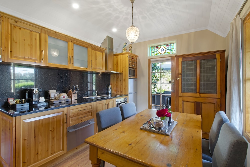 스톤웰 카티지스 앤드 빈야즈(Stonewell Cottages & Vineyards) Hotel Image 16 - In-Room Kitchen