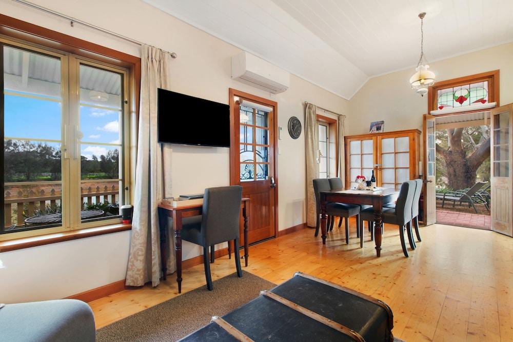 스톤웰 카티지스 앤드 빈야즈(Stonewell Cottages & Vineyards) Hotel Image 25 - Living Area