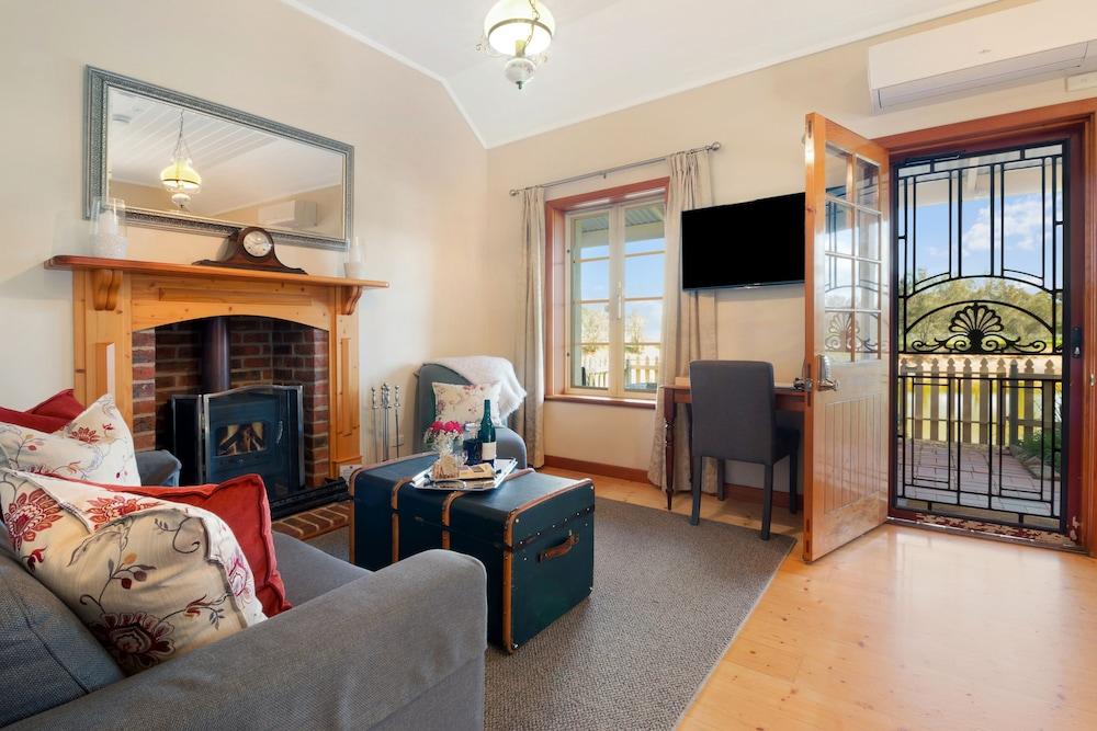 스톤웰 카티지스 앤드 빈야즈(Stonewell Cottages & Vineyards) Hotel Image 26 - Living Area