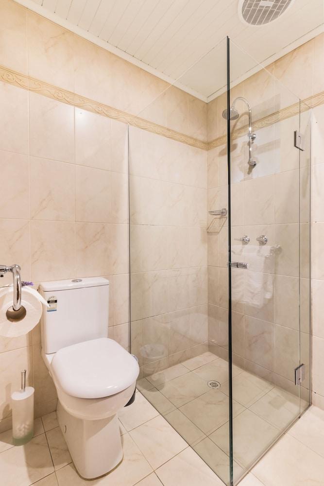 스톤웰 카티지스 앤드 빈야즈(Stonewell Cottages & Vineyards) Hotel Image 63 - Bathroom