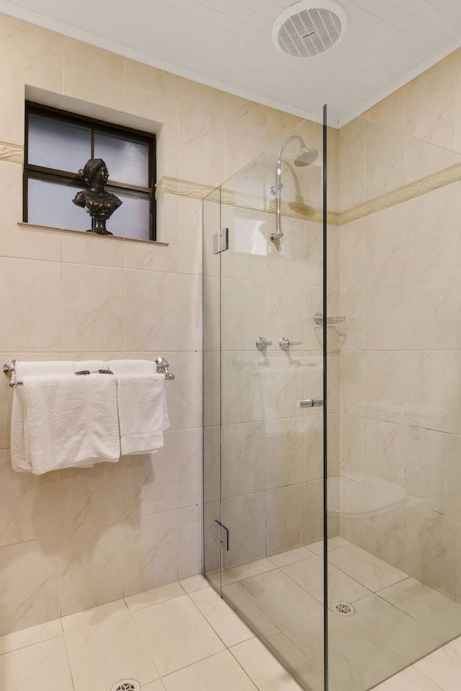 스톤웰 카티지스 앤드 빈야즈(Stonewell Cottages & Vineyards) Hotel Image 64 - Bathroom