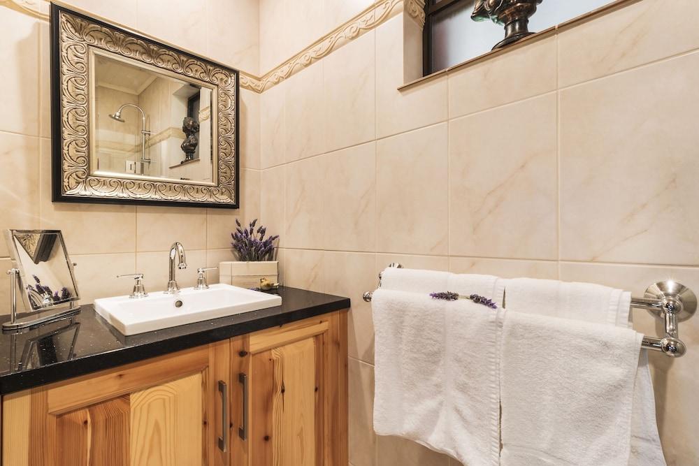 스톤웰 카티지스 앤드 빈야즈(Stonewell Cottages & Vineyards) Hotel Image 62 - Bathroom