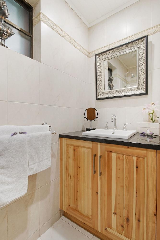 스톤웰 카티지스 앤드 빈야즈(Stonewell Cottages & Vineyards) Hotel Image 65 - Bathroom