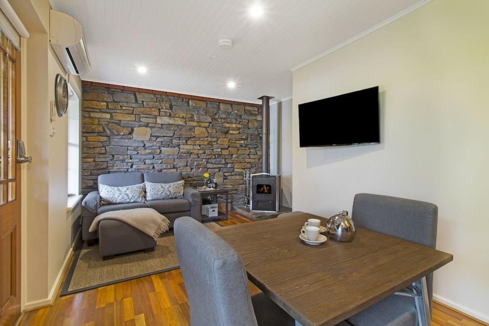 스톤웰 카티지스 앤드 빈야즈(Stonewell Cottages & Vineyards) Hotel Image 29 - Living Area