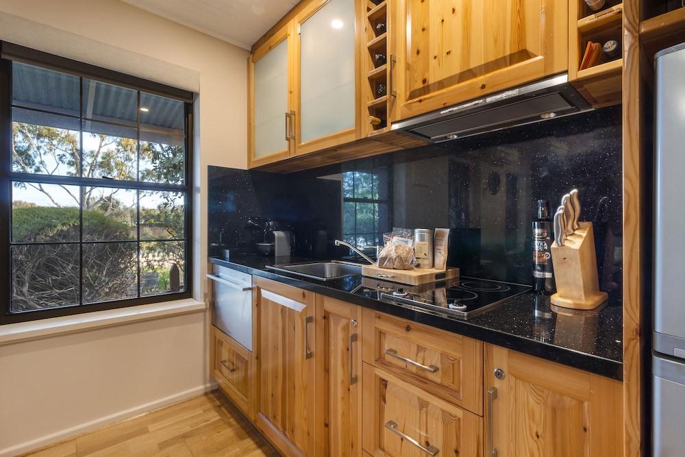 스톤웰 카티지스 앤드 빈야즈(Stonewell Cottages & Vineyards) Hotel Image 20 - In-Room Kitchen