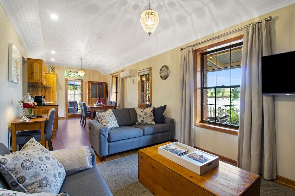 스톤웰 카티지스 앤드 빈야즈(Stonewell Cottages & Vineyards) Hotel Image 30 - Living Area