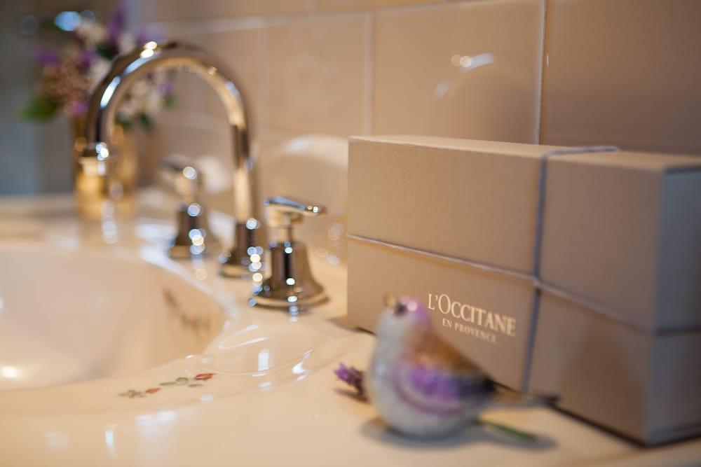 스톤웰 카티지스 앤드 빈야즈(Stonewell Cottages & Vineyards) Hotel Image 74 - Bathroom Amenities