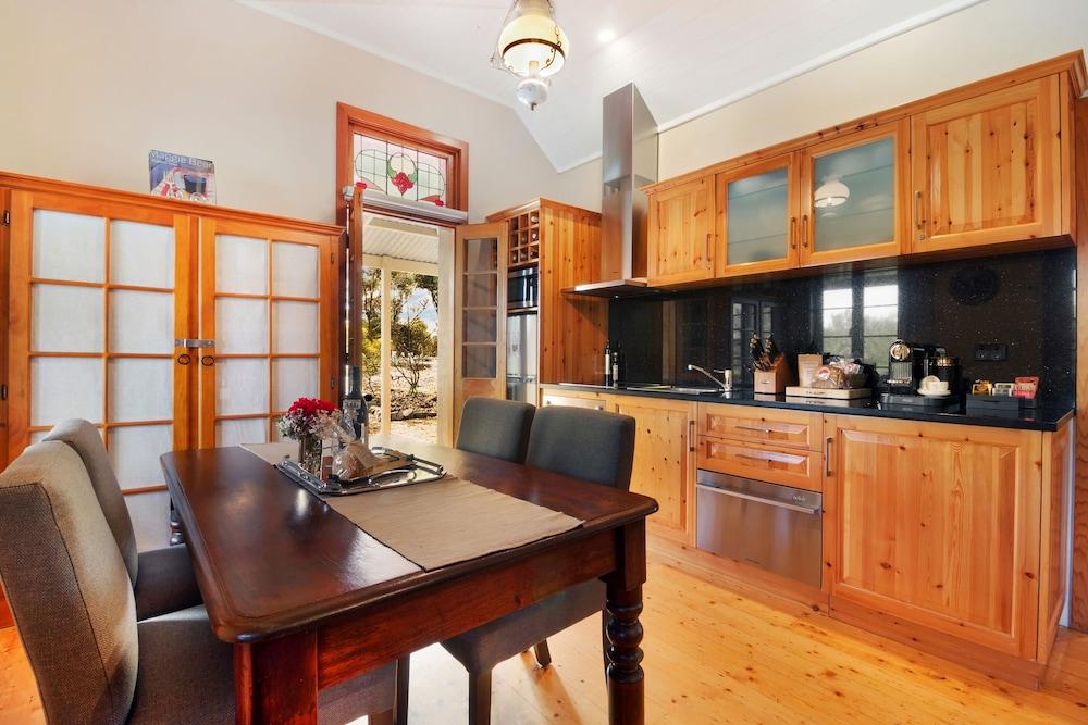 스톤웰 카티지스 앤드 빈야즈(Stonewell Cottages & Vineyards) Hotel Image 22 - In-Room Kitchen