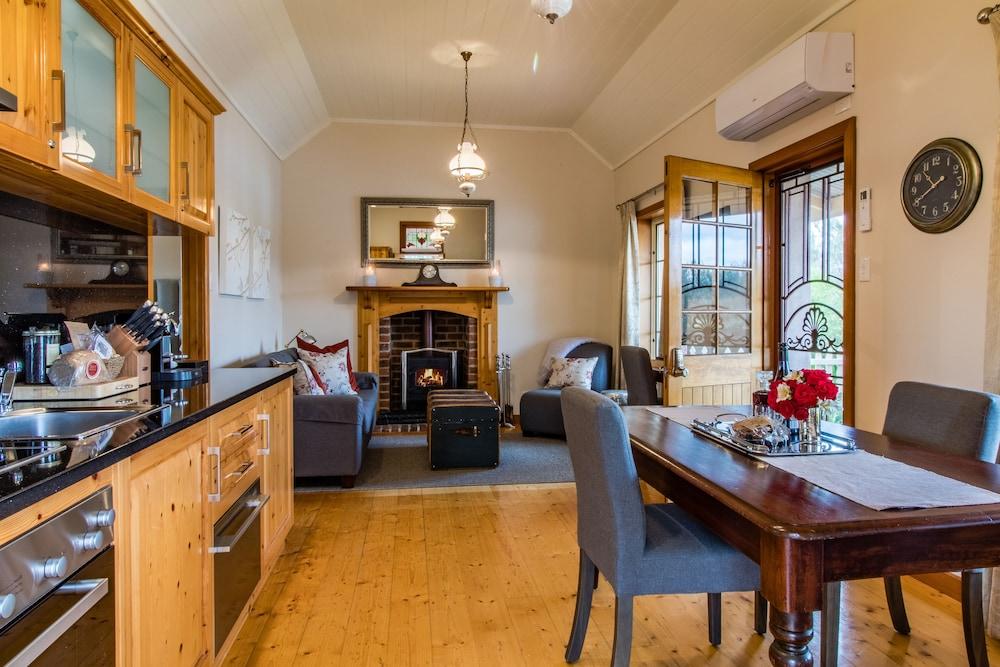 스톤웰 카티지스 앤드 빈야즈(Stonewell Cottages & Vineyards) Hotel Image 24 - Living Area