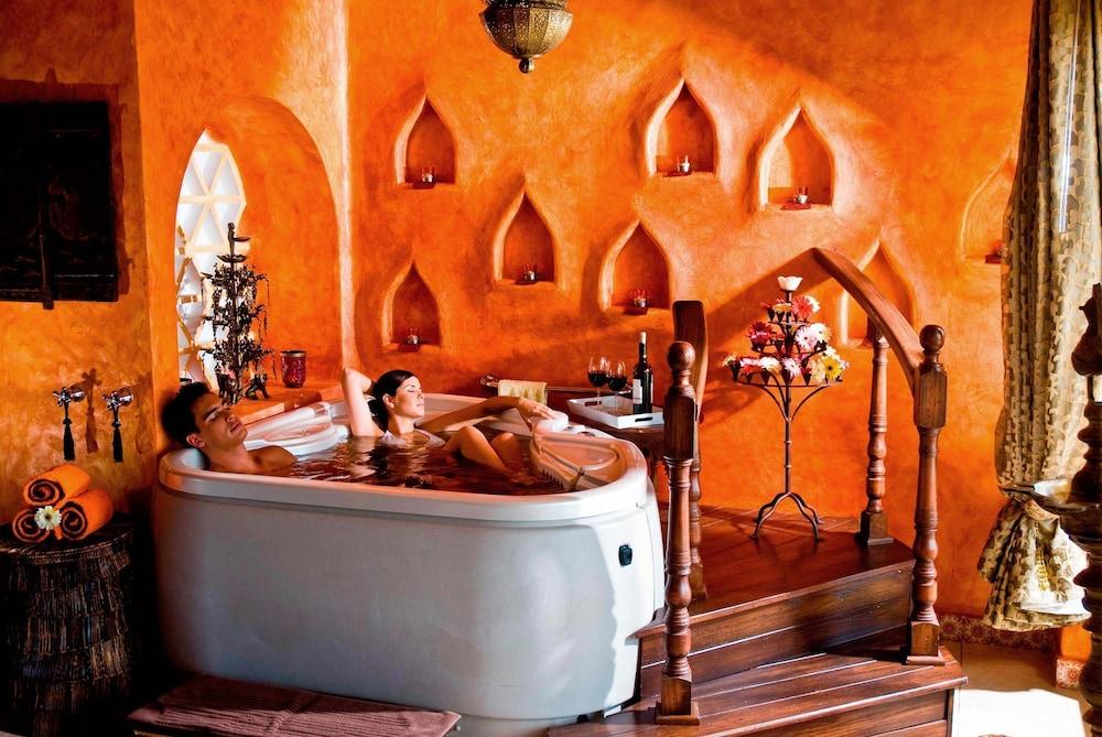 엘 찬테 스파 호텔(El Chante Spa Hotel) Hotel Image 31 - Indoor Spa Tub