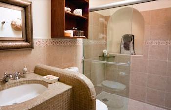 엘 찬테 스파 호텔(El Chante Spa Hotel) Hotel Image 26 - Bathroom