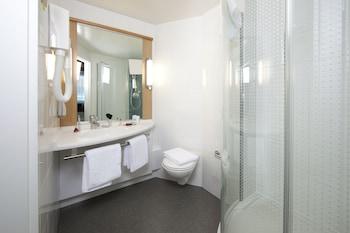 ibis Delemont Delsberg Hotel - Bathroom  - #0