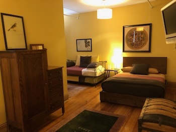 Suite, Ensuite, City View (Room 09)