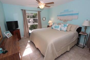 Condo, 1 Bedroom, Poolside