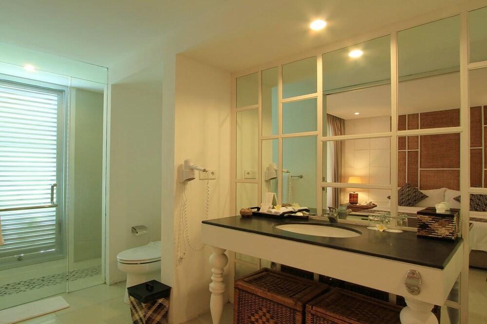 아스타나 쿤티 스위트 아파트먼트(Astana Kunti Suite Apartment) Hotel Image 15 - Bathroom