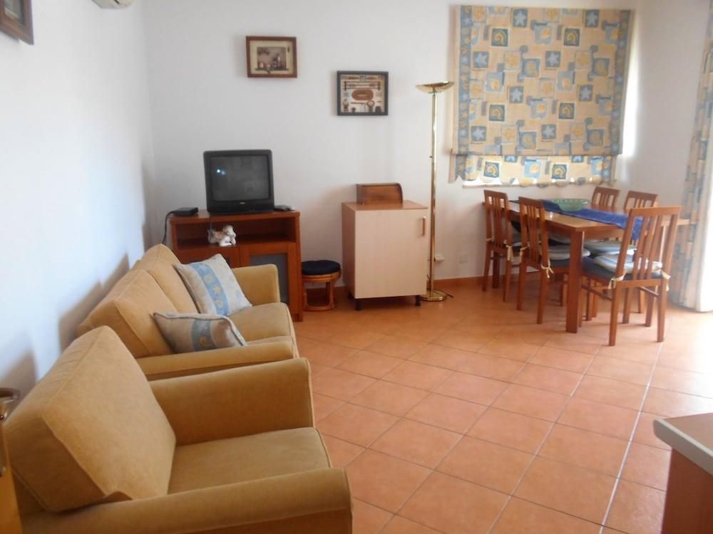 타비라 가든(Tavira Garden) Hotel Image 32 - Living Room