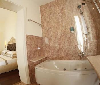 그랜드 호텔 디 레세(Grand Hotel di Lecce) Hotel Image 14 - Bathroom