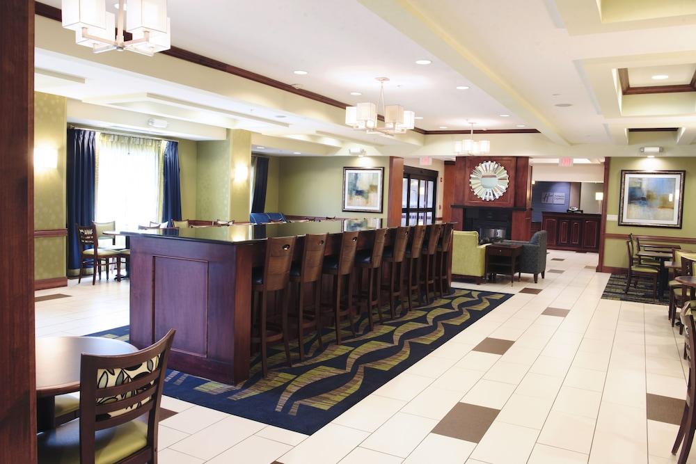 홀리데이 인 익스프레스 & 스위트 어반데일(Holiday Inn Express and Suites Urbandale) Hotel Image 21 - Restaurant