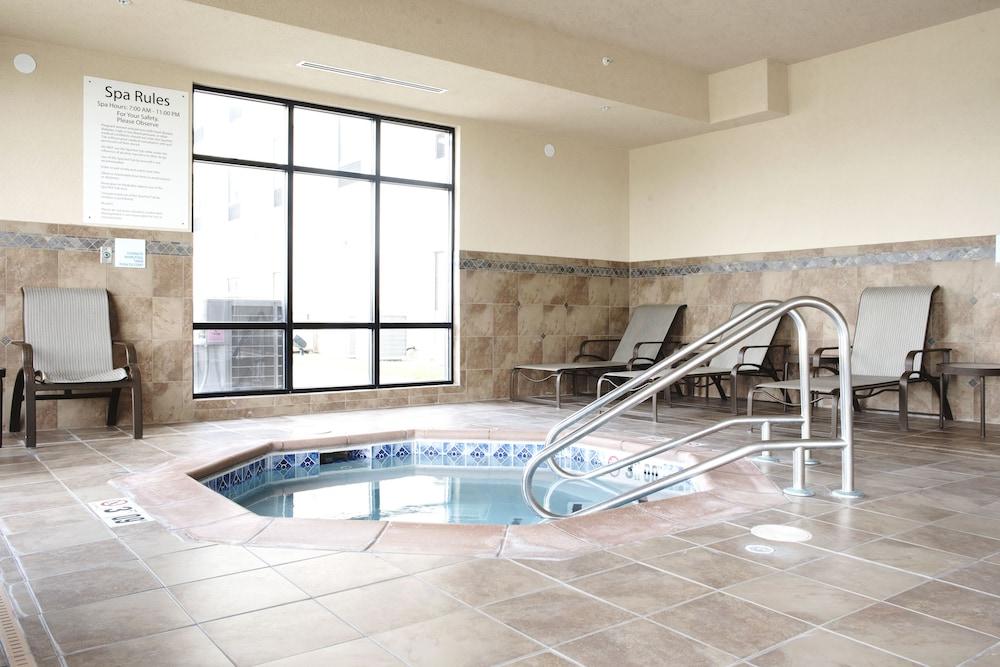 홀리데이 인 익스프레스 & 스위트 어반데일(Holiday Inn Express and Suites Urbandale) Hotel Image 23 - Hotel Interior