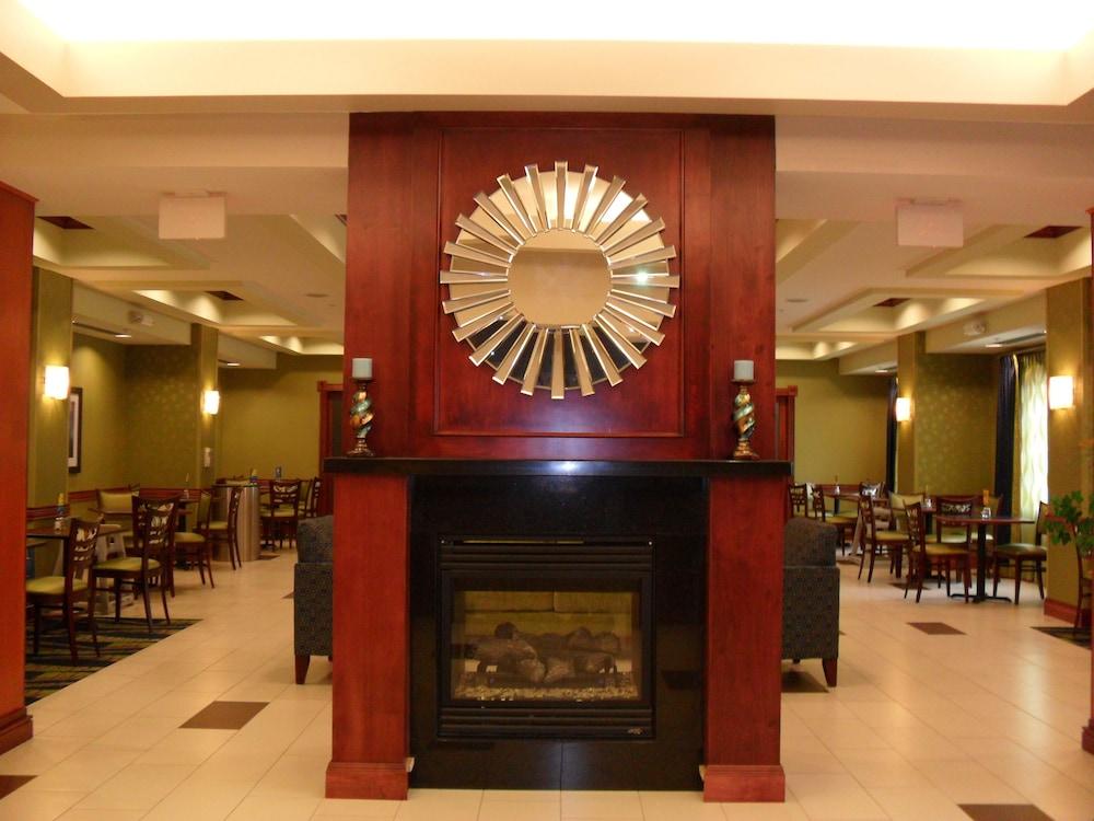 홀리데이 인 익스프레스 & 스위트 어반데일(Holiday Inn Express and Suites Urbandale) Hotel Image 24 - Hotel Interior
