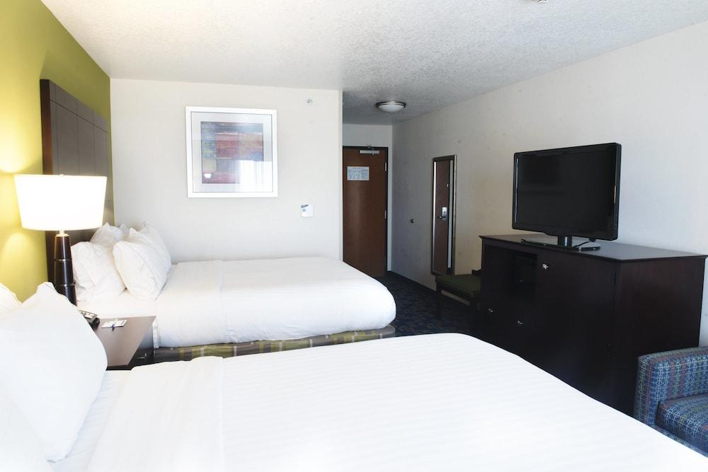홀리데이 인 익스프레스 & 스위트 어반데일(Holiday Inn Express and Suites Urbandale) Hotel Image 8 - Guestroom
