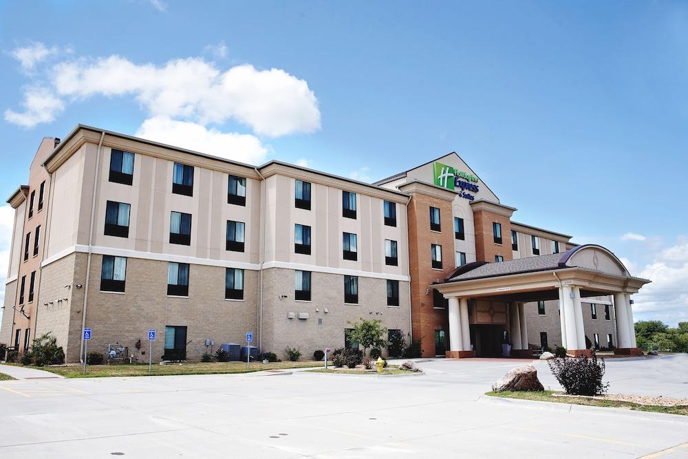 홀리데이 인 익스프레스 & 스위트 어반데일(Holiday Inn Express and Suites Urbandale) Hotel Image 27 - Exterior
