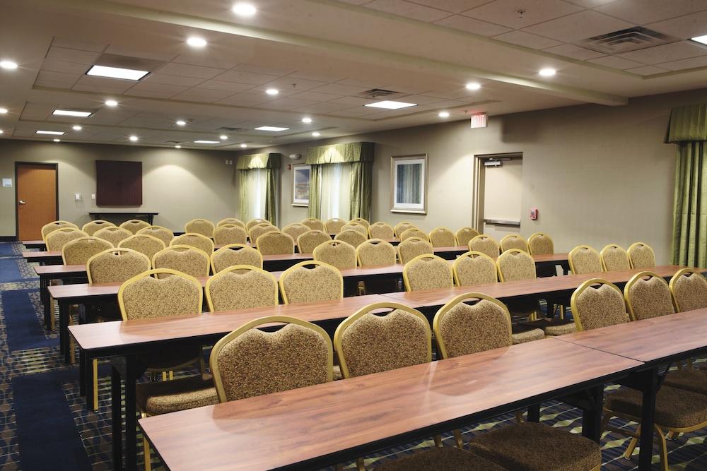 홀리데이 인 익스프레스 & 스위트 어반데일(Holiday Inn Express and Suites Urbandale) Hotel Image 26 - Meeting Facility