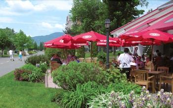 호텔 & 스파 에뚜알 수르 르 락(Hotel & Spa Etoile-sur-le-Lac) Hotel Image 49 - Outdoor Dining