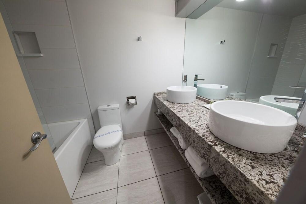 호텔 & 스파 에뚜알 수르 르 락(Hotel & Spa Etoile-sur-le-Lac) Hotel Image 19 - Bathroom