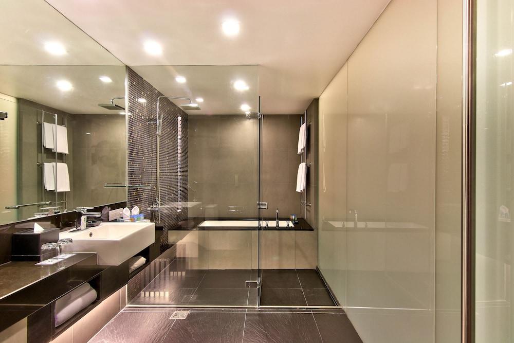 파크 플라자 방콕 소이 18(Park Plaza Bangkok Soi 18) Hotel Image 13 - Bathroom